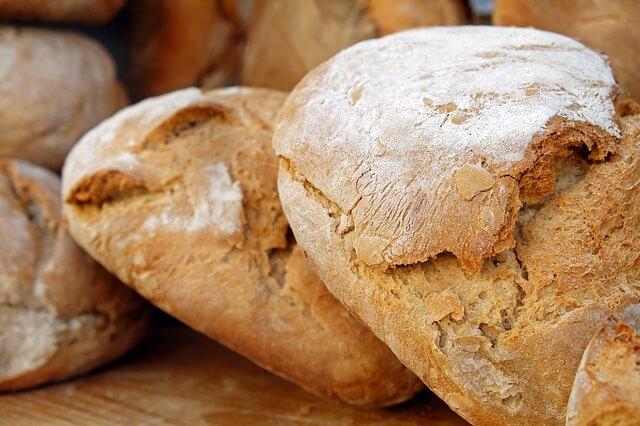une collation équilibrée avec du pain